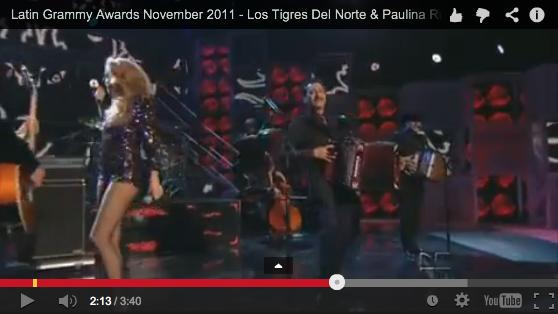 Los Tigres Del Norte realiza con Paulina Rubio en los Premios Grammy Latinos 2011.